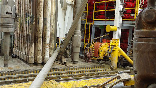 Drill collar in drillers shack001