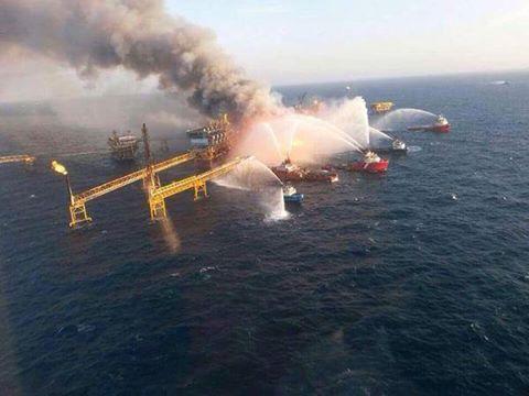 GOM Offshore Oil Platform Rig Explosion - Alfa Platform Pemex Oil  - 300 Evacuated2
