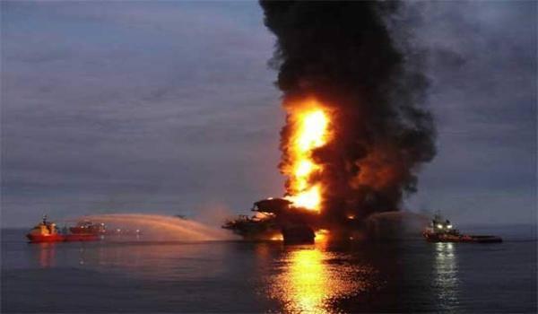 GOM Offshore Oil Platform Rig Explosion - Alfa Platform Pemex Oil  - 300 Evacuated3